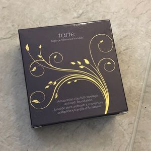 Tarte Amazonian Clay foundation light-medium beige